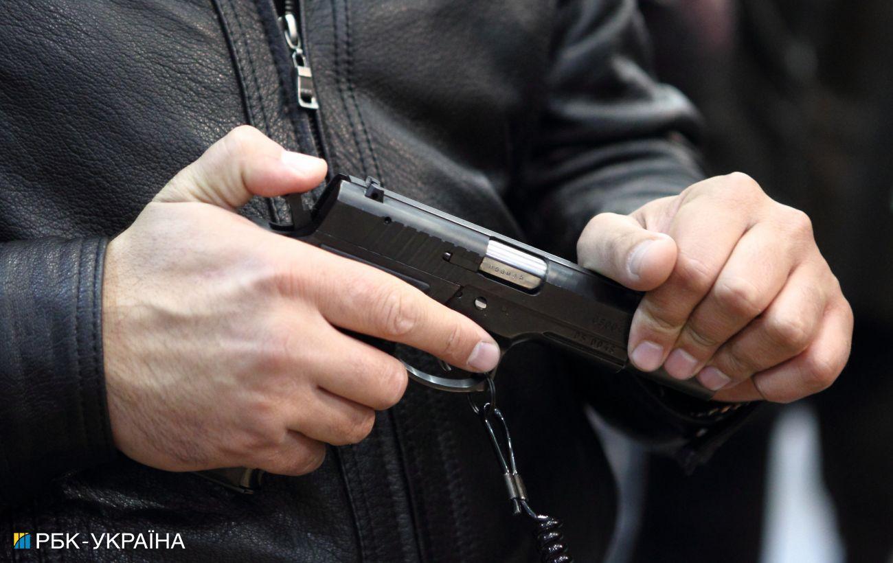 В Киеве пассажир выстрелил в водителя автобуса, его задержали