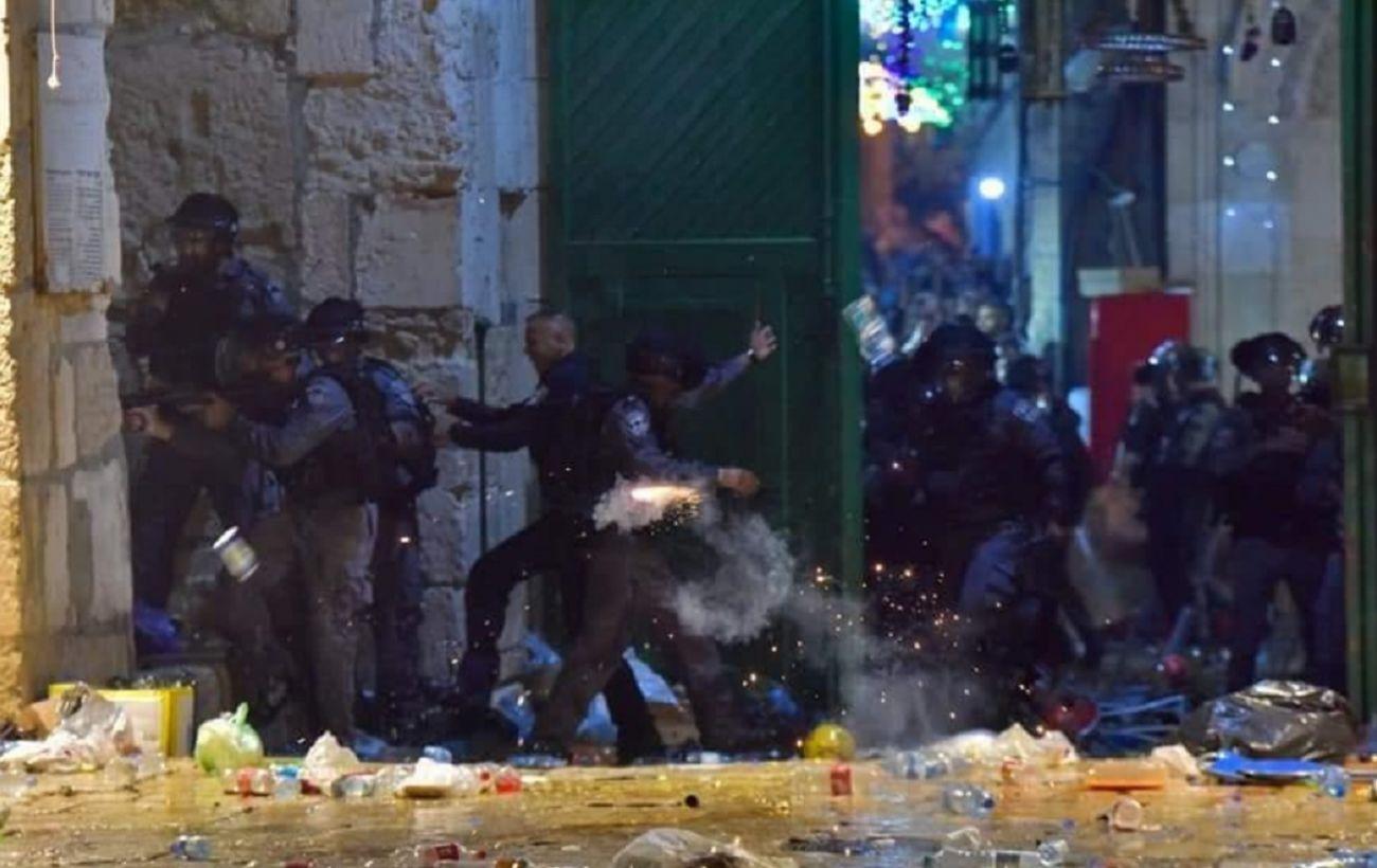 Столкновения на Храмовой горе в Иерусалиме: около 200 человек пострадали