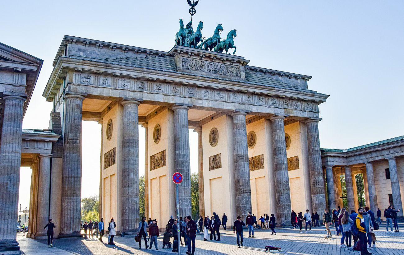Открываются музеи и летние террасы: Германия ослабляет коронавирусные ограничения