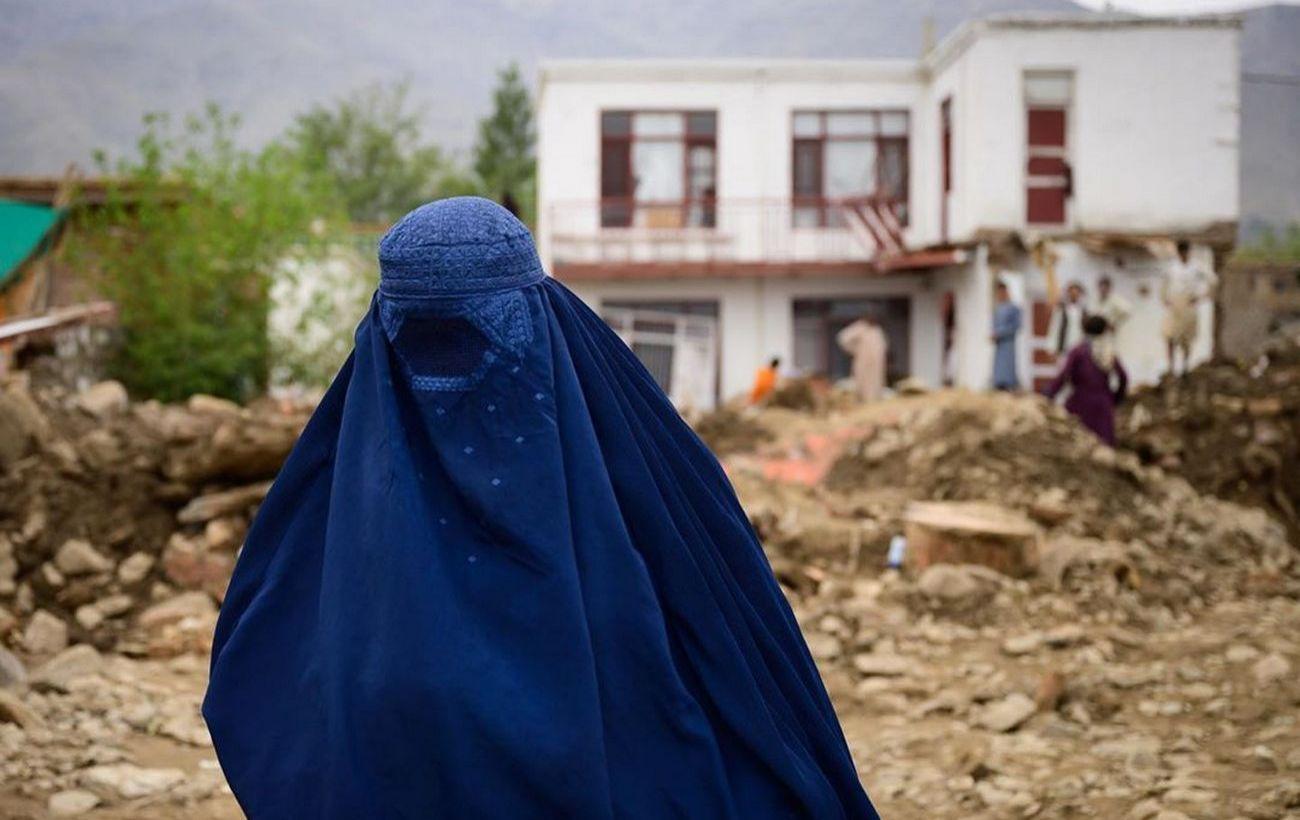 В Афганистане подорвался автобус с преподавателями: есть погибшие и раненые