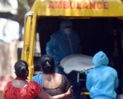 В реке Ганг в Индии обнаружили десятки тел жертв коронавируса