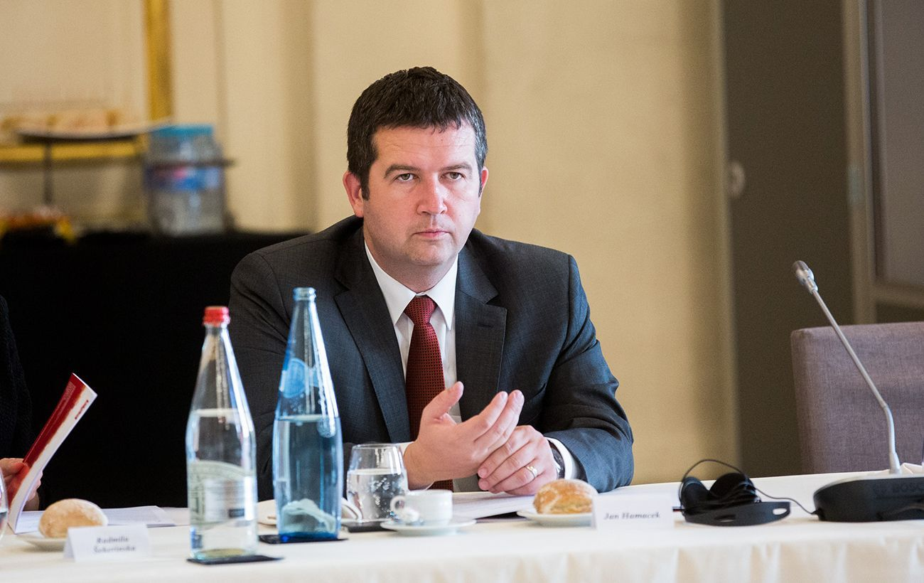 Вице-премьер Чехии уволил чиновника из-за информации о взрывах и