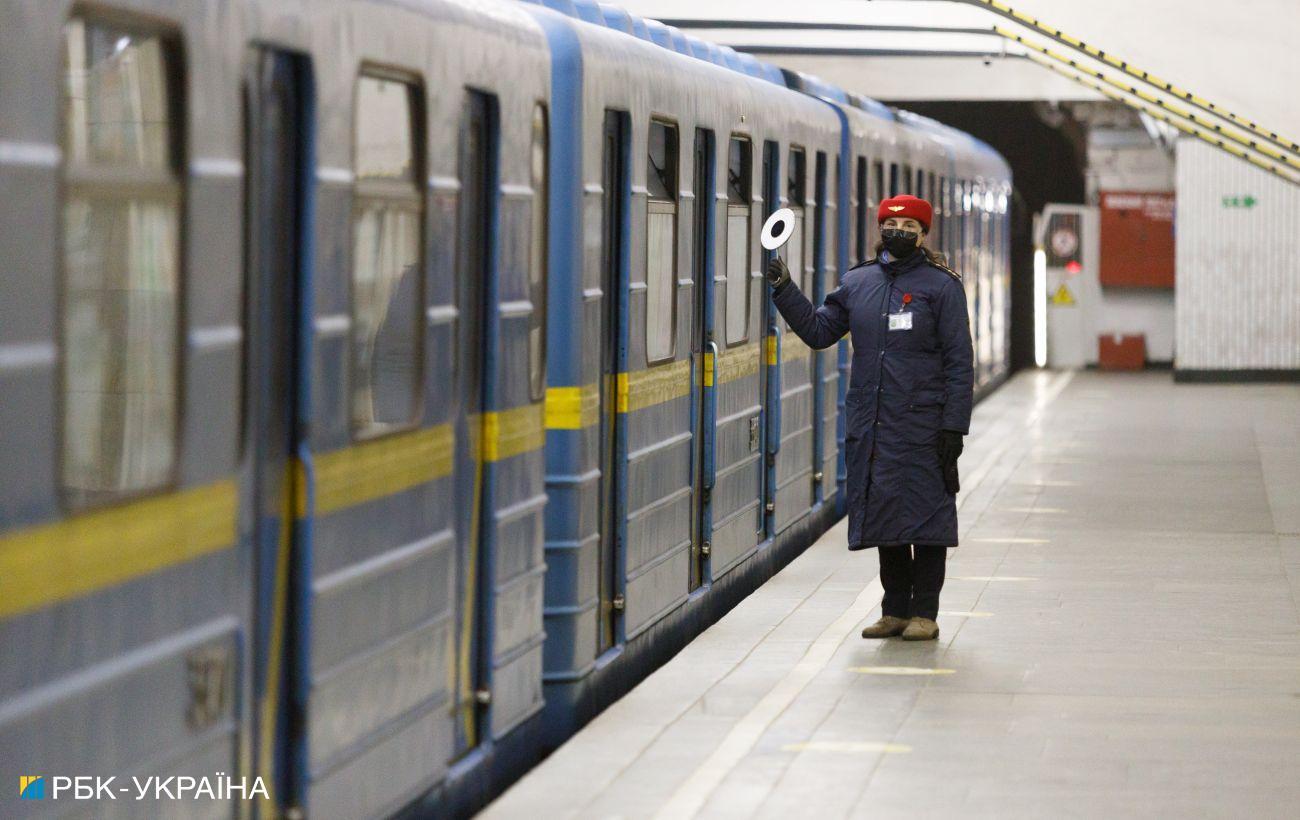 В киевском метро вандалы повредили дефибрилляторы