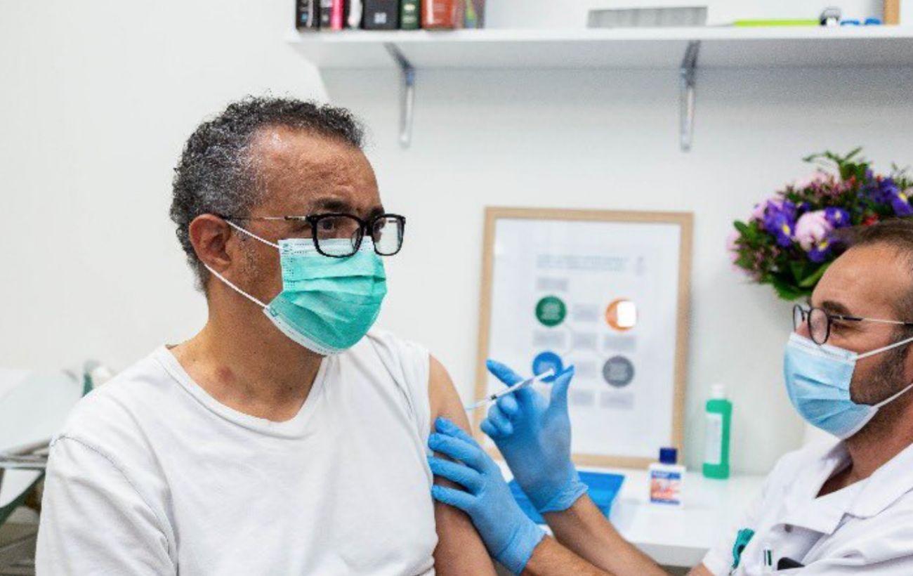 Глава ВОЗ вакцинировался от коронавируса