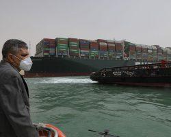Египет решил расширить и углубить Суэцкий канал после его блокировки
