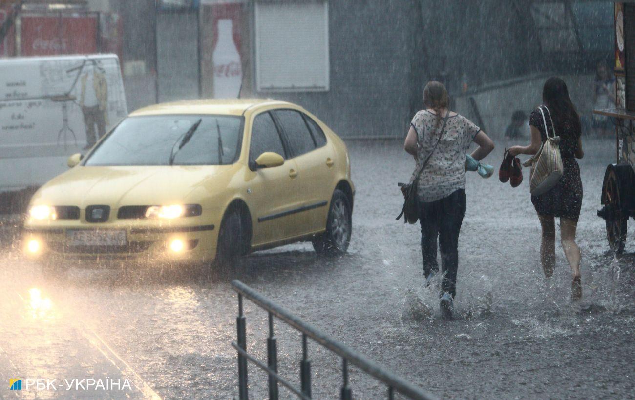 В Украине второй день подряд грозовые дожди по всей стране
