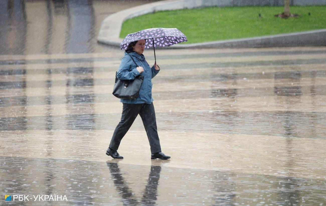 На завтра объявлено штормовое предупреждение: где в Украине будут грозы и град