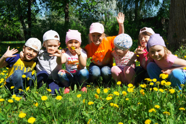Нужно ли водить ребенка в детский сад летом