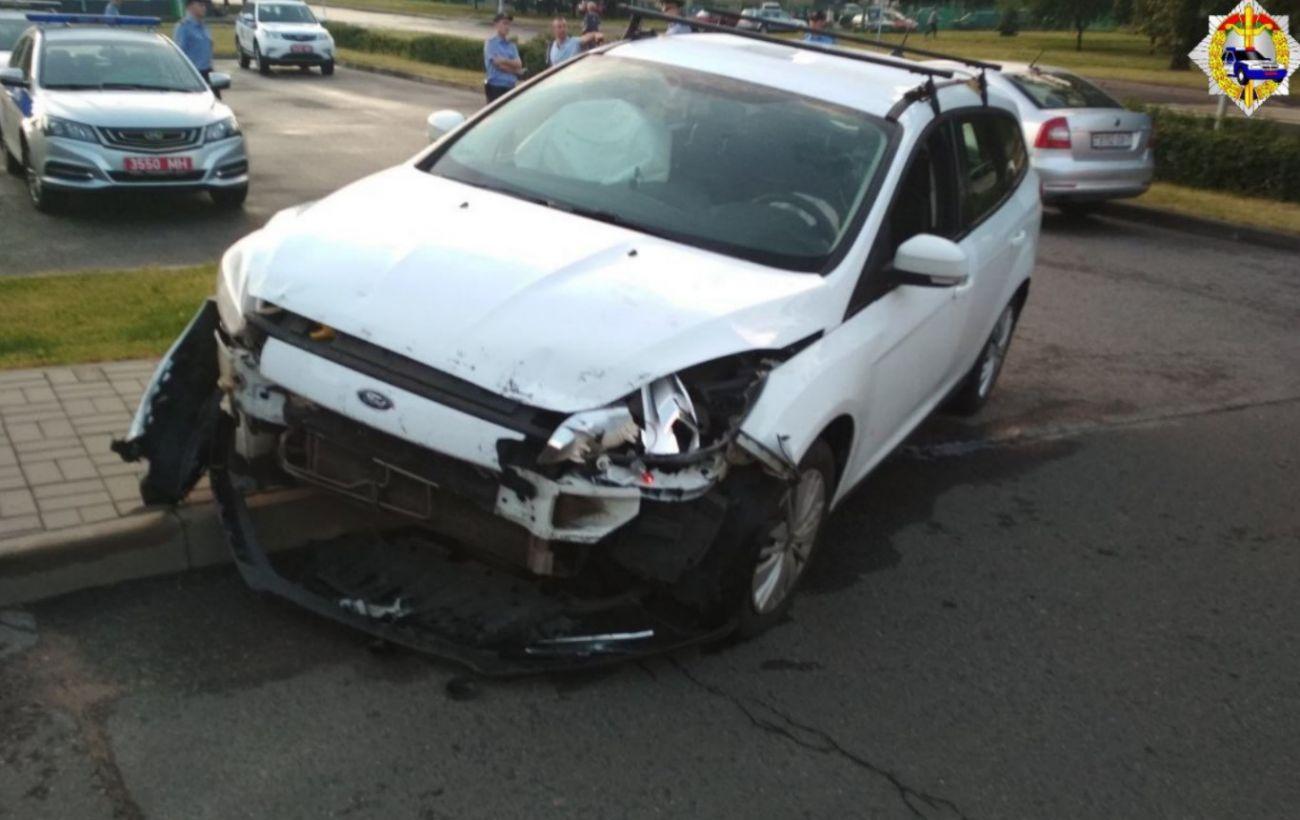 В Минске мужчина на автомобиле штурмовал посольство России