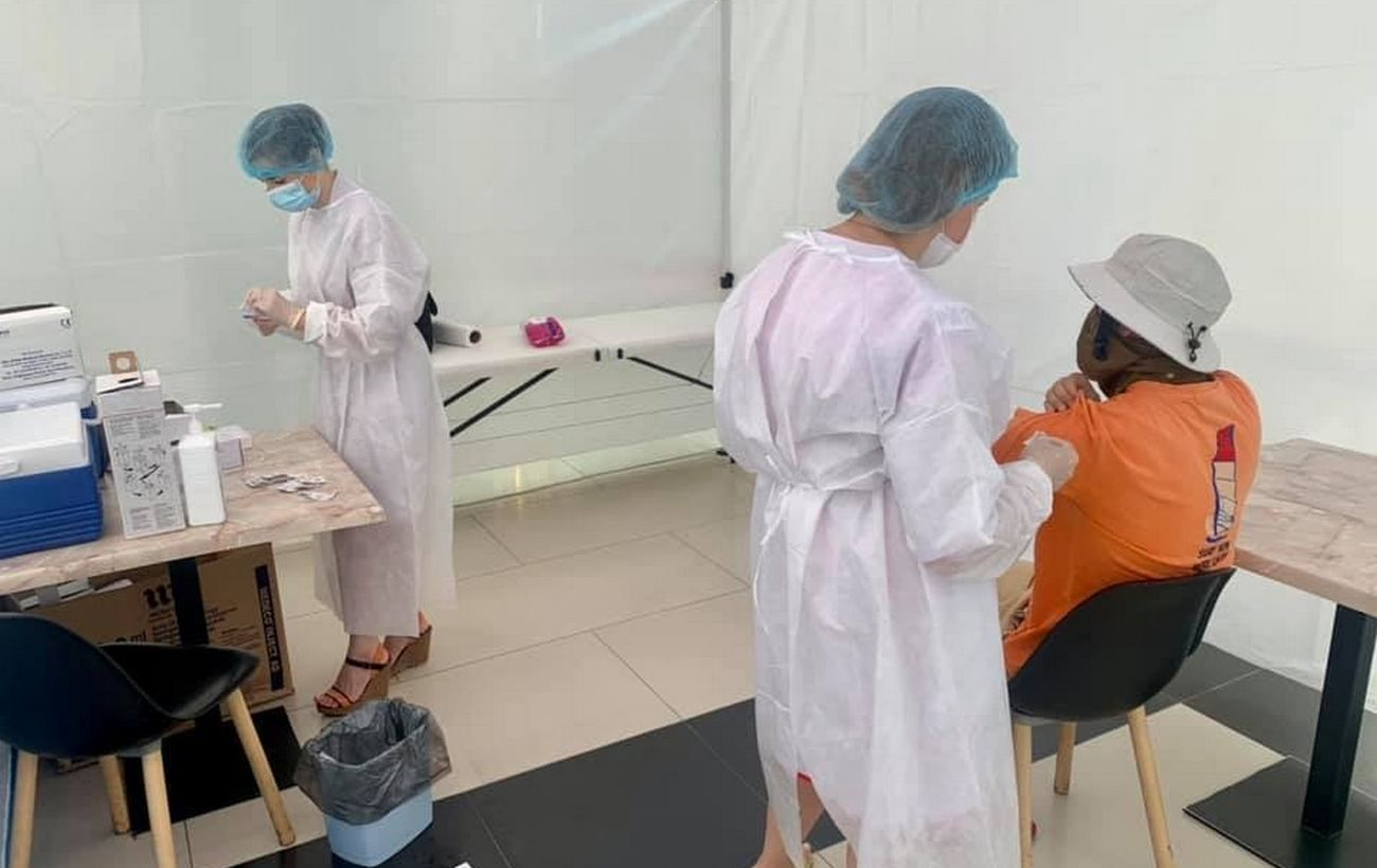 Вакцина Pfizer стала доступной в центрах COVID-вакцинации