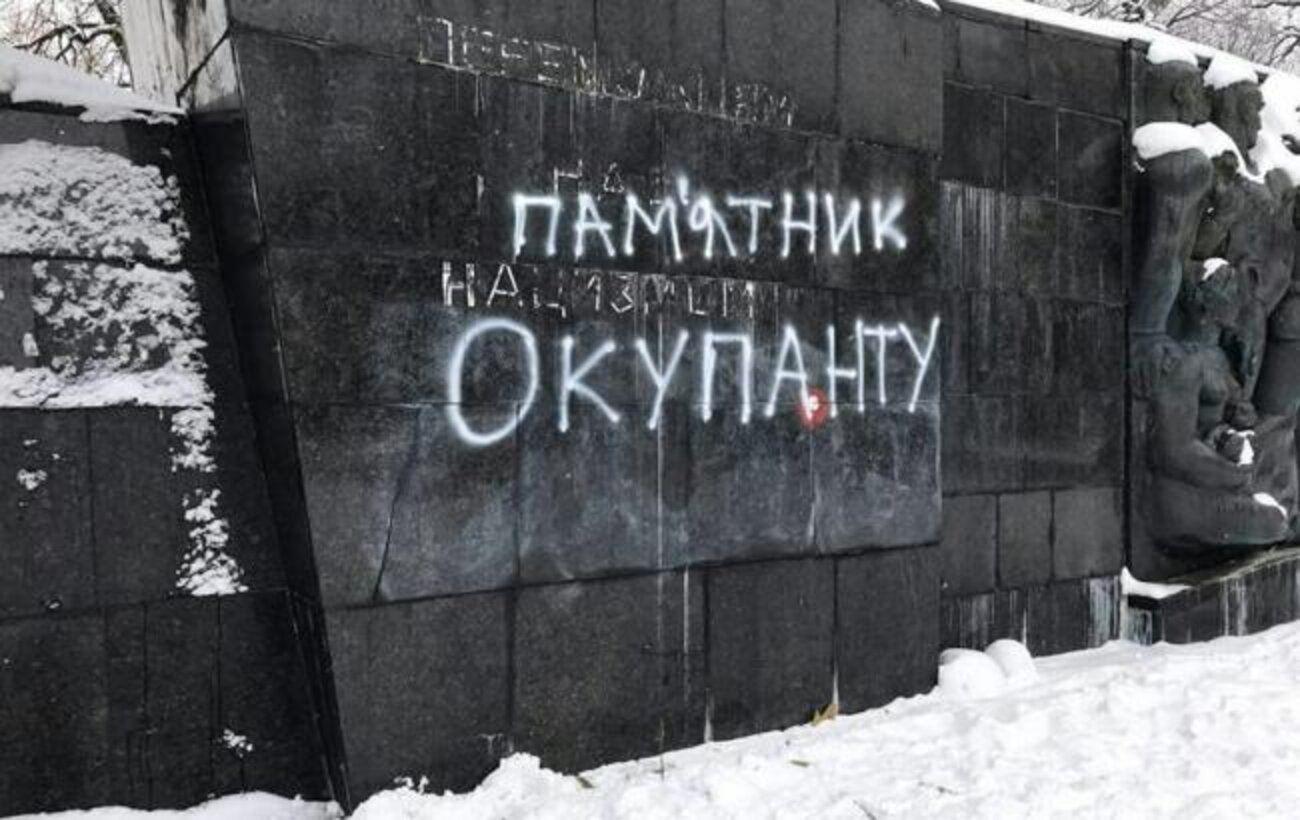 Во Львове демонтировали Монумент Славы и отвезли в музей