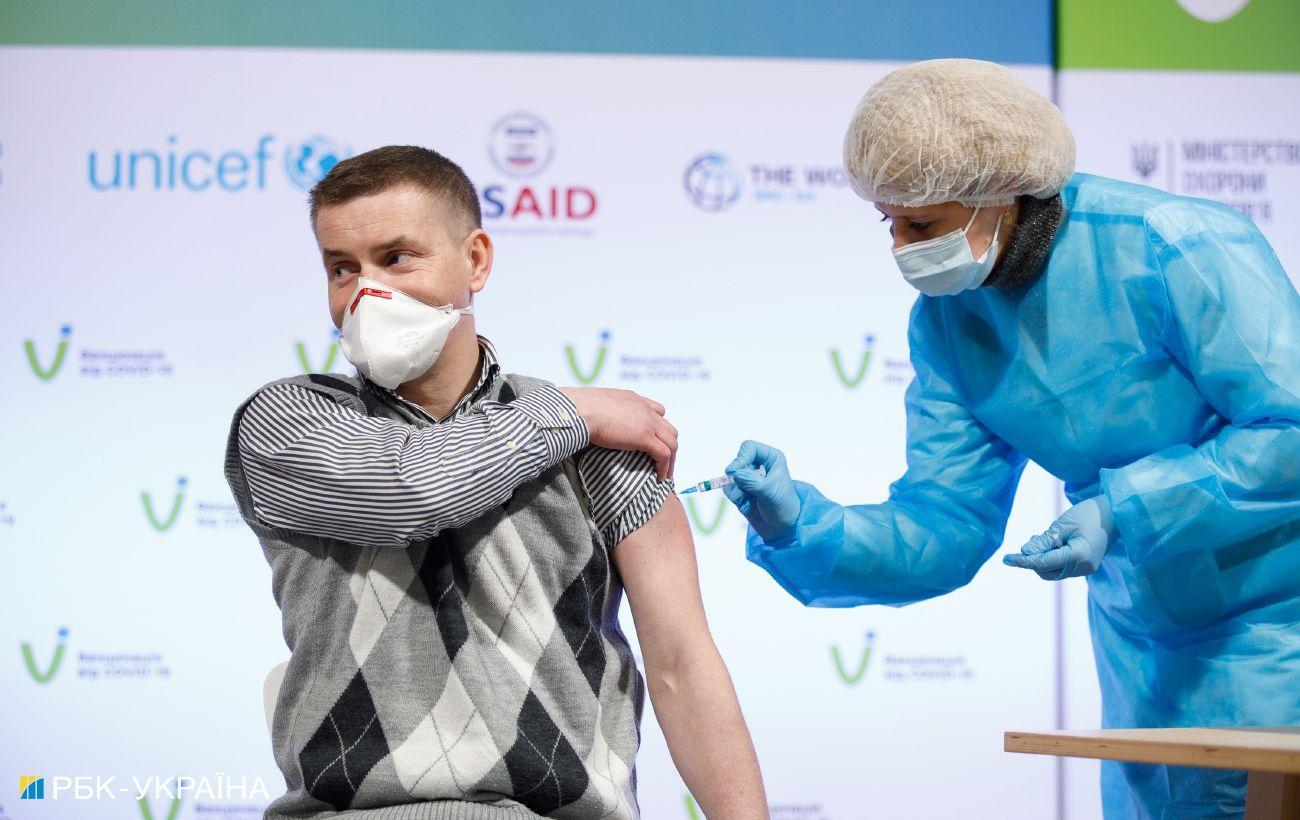 В Киеве открылся еще один пункт вакцинации: где и кто может получить прививки
