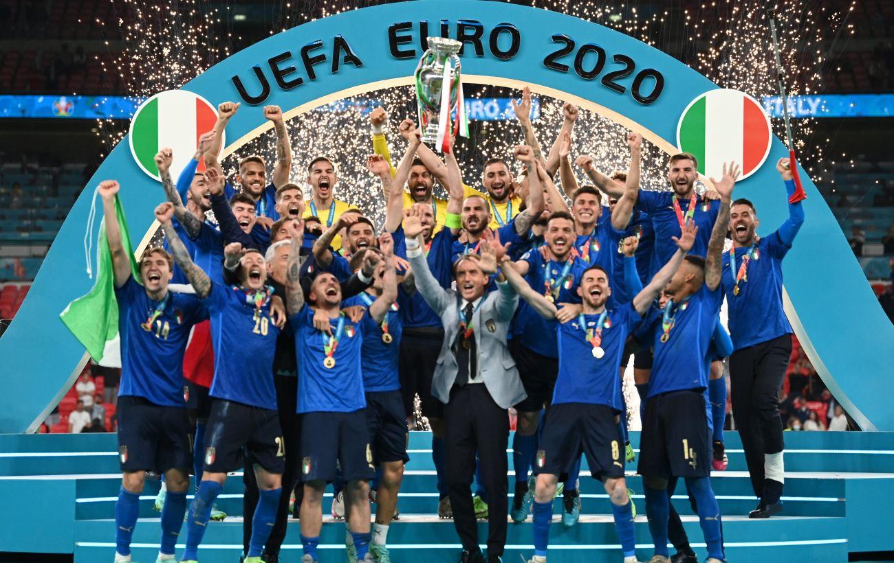 Хорошая атака, надежная защита и немного везения: как Италия выиграла Евро-2020