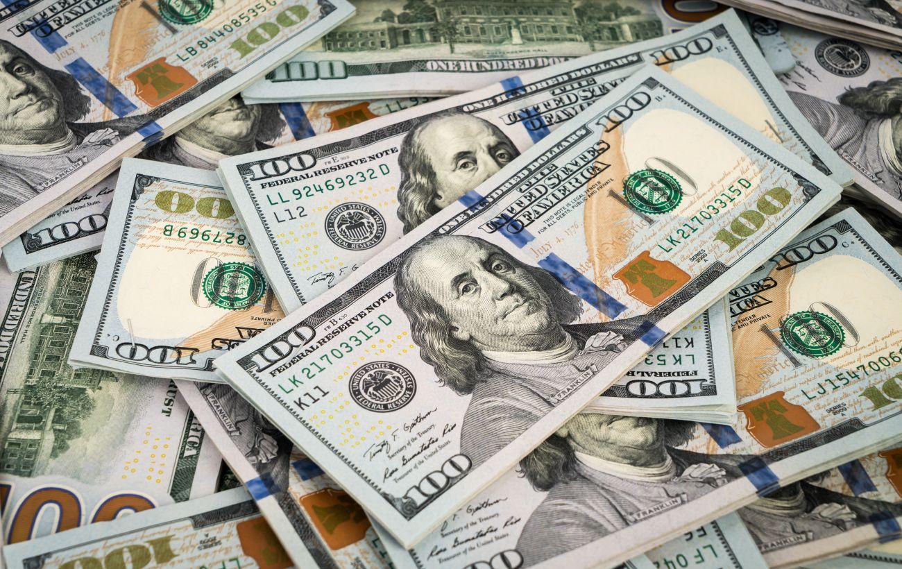 Курс доллара резко снизился после трехдневного роста