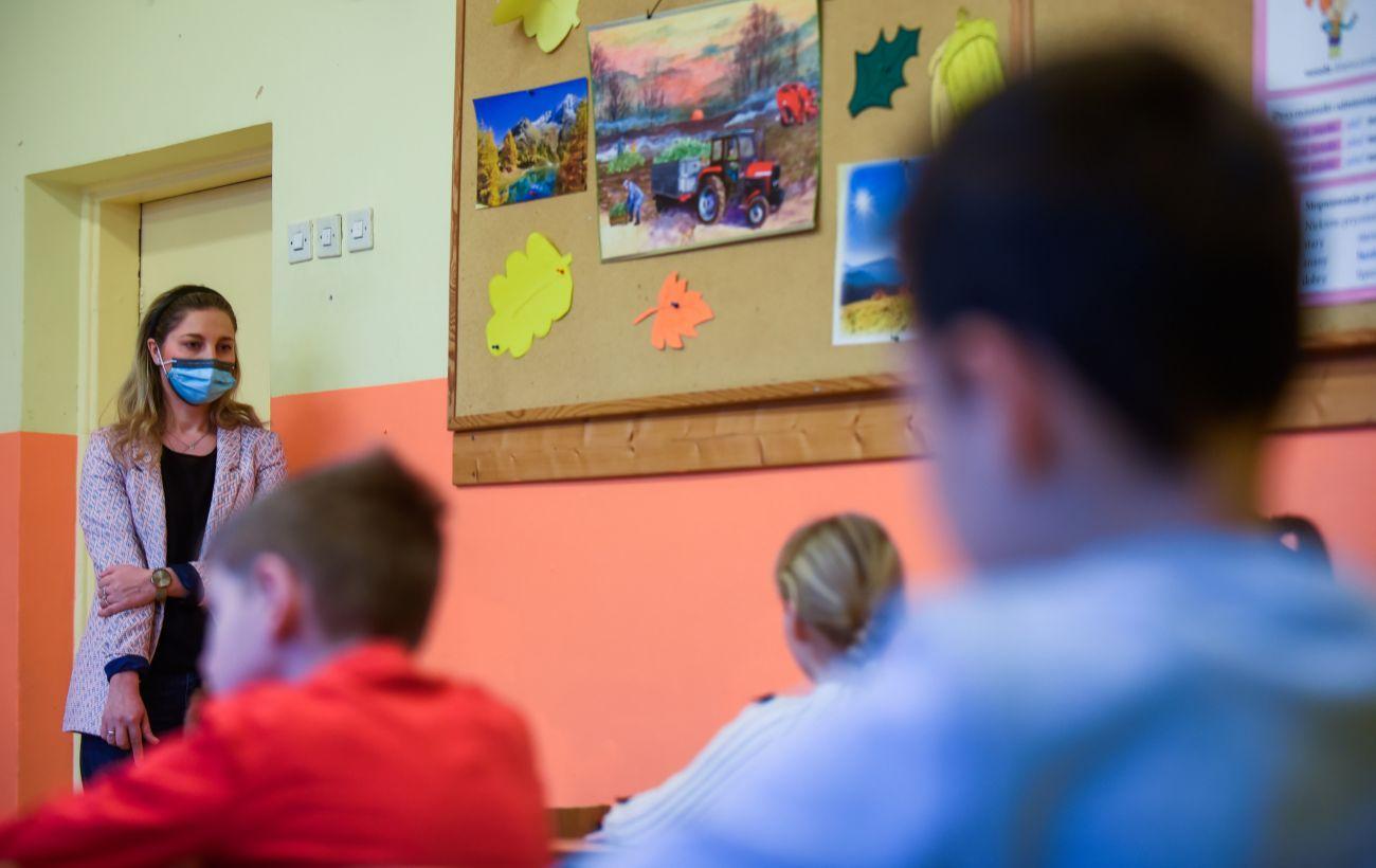 Между средним и низким: украинцы оценили качество образования
