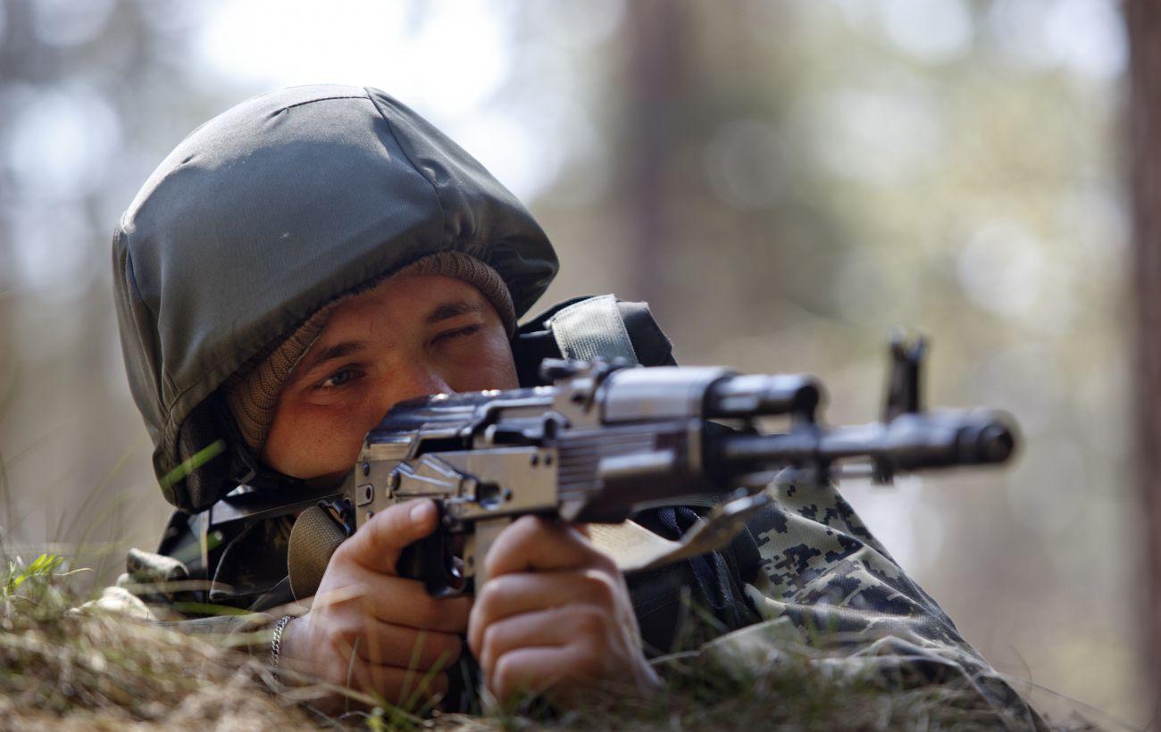 За сутки на Донбассе 14 нарушений режима тишины, один украинский военный ранен