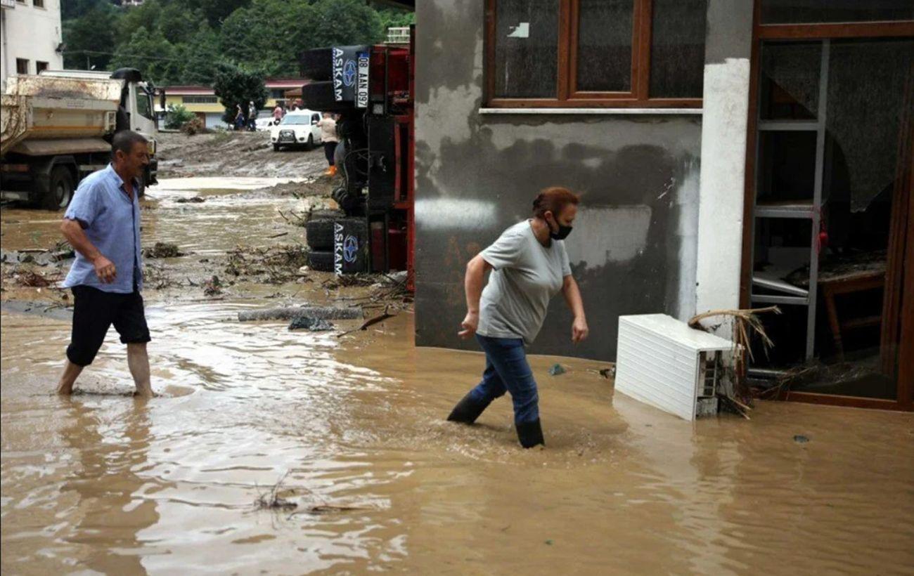 Проливные дожди вызвали наводнение в Турции, водой залило города