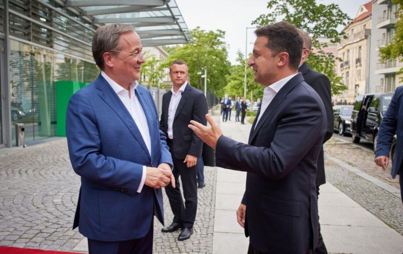 Зеленский встретился с возможным преемником Меркель: говорили о вступлении Украины в ЕС и Донбассе