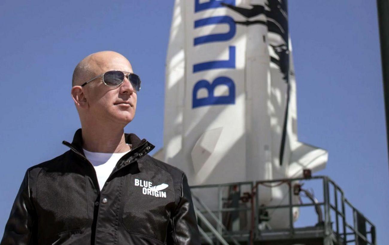 Компания Безоса получила лицензию на полеты людей в космос