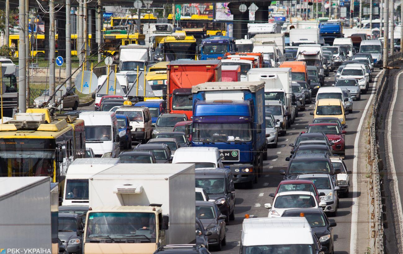 Киев снова закрыли для грузовиков из-за сильной жары