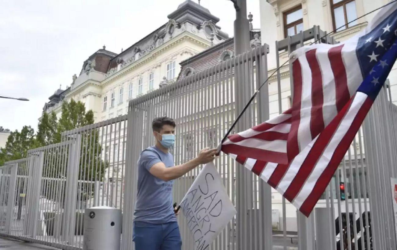 США обязали 24 российских дипломатов покинуть страну