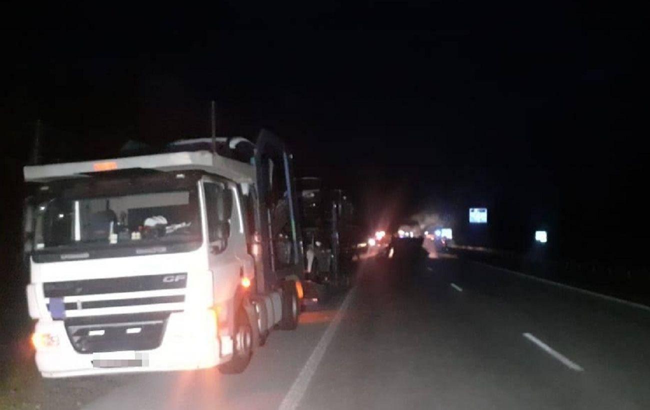 В Житомирской области автобус столкнулся с автовозом: один человек погиб, 11 ранены