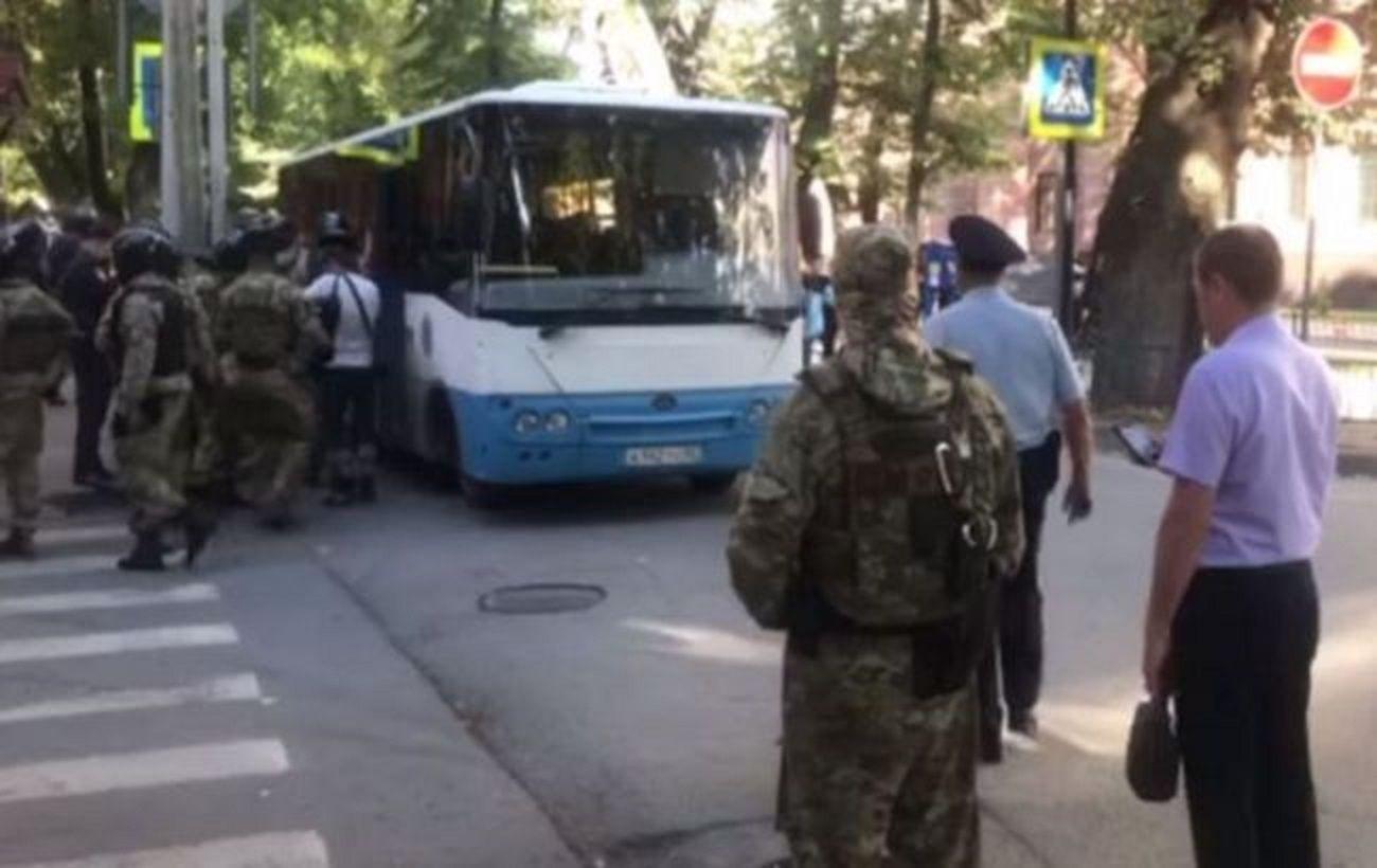 Задержанных в Крыму пятерых крымских татар подозревают в
