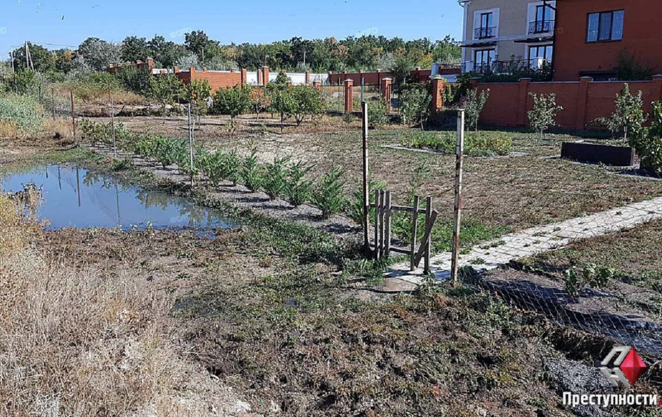 В Николаеве прорвало канализационный коллектор. Затопило дворы домов