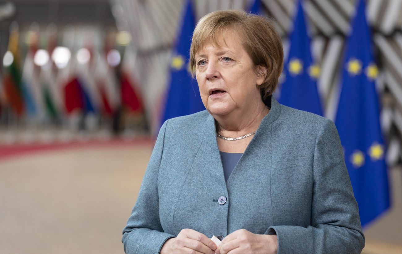 Меркель посетила пострадавшие от наводнения регионы