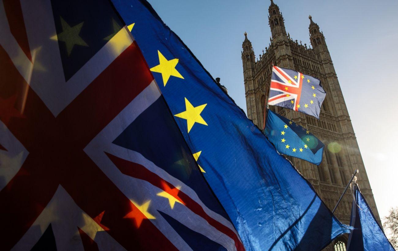 Великобритания продлевает визы для водителей из-за топливного кризиса