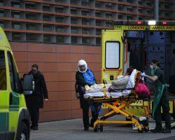 Всплеск COVID-19 в Великобритании: власти предупредили о возможном локдауне