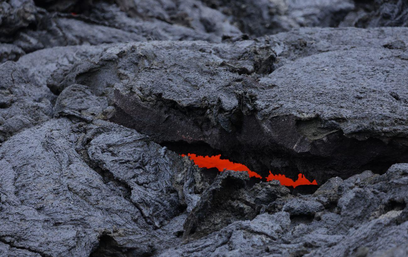 На Канарах у вулкана появились два новых потока лавы